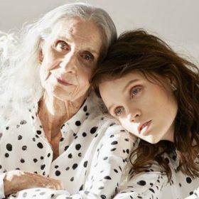 Ένα 86χρονο μοντέλο ποζάρει για το πιο νεανικό, urban brand