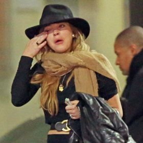 Lindsay Lohan: Με κλάματα στη μέση του δρόμου μετά από καυγά με το φίλο της