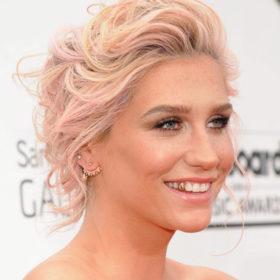 Μαντέψτε τι χρώμα έβαψε τα μαλλιά της η Kesha