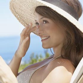 4+1 μυστικά για λαμπερό πρόσωπο φέτος το καλοκαίρι