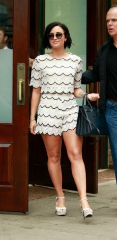 demi lovato, look of the day, sorts, crop top, scalloped, mosaic, look of the day