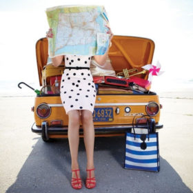 Traveling beauties: Αυτά πρέπει να πάρετε μαζί σας το τριήμερο