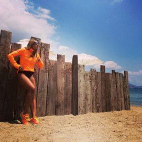 Η Ελένη Πετρουλάκη μας δείχνει την πιο εύκολη άσκηση για τέλεια οπίσθια