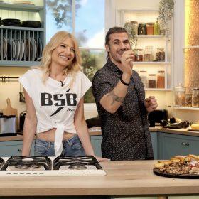 Η BSB κι ο Άκης Πετρετζίκης στη νέα ανατρεπτική εκπομπή «Style Your Food with Akis Petretzikis & BSB»