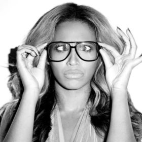 H Beyoncé φόρεσε νυφικό στα Grammys γιατί είναι πάρα πολύ cool και απλά μπορεί
