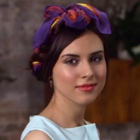 Video: Σας δείχνουμε πώς να δέσετε το μαντήλι στα μαλλιά σε λιγότερο από 1 λεπτό!