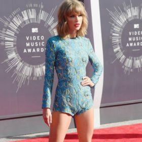 Η Taylor Swift σχεδιάζει τη δική της συλλογή ρούχων