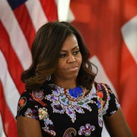 Η Michelle Obama φόρεσε φόρεμα ελληνίδας σχεδιάστριας και έκλεψε την παράσταση