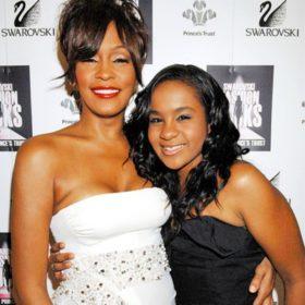 Bobbi Kristina: Η φωτογραφία της ετοιμοθάνατης κόρης της Whitney Houston, που προσπάθησαν να πουλήσουν