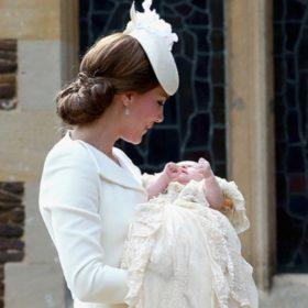 Υπέροχο άλμπουμ: Οι πρώτες φωτογραφίες από τη βάφτιση της πριγκίπισσας Charlotte