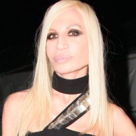 H Donatella Versace αλλάζει look μετά από πολλά, πολλά χρόνια