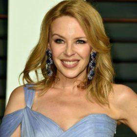 Η Kylie Minogue είναι στο Portofino και φόρεσε έξι εκπληκτικά outfits