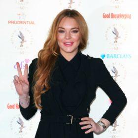 Η Lindsay Lohan είναι στη Μύκονο και φόρεσε δημιουργία έλληνα σχεδιαστή