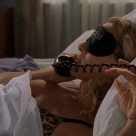 Bed Rules: 9 + 1 σημάδια που μαρτυρούν πως είστε σε σχέση με το κρεβάτι σας