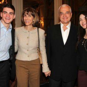 Η κόρη του Γιάννη Πρετεντέρη είναι κούκλα: Δείτε την σε μια σπάνια δημόσια εμφάνιση με τη μητέρα της