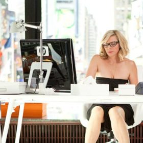 Working Girl: Πώς να κάνετε φίλους και να κερδίσετε την εμπιστοσύνη στη δουλειά σας