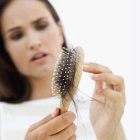 Μας ρωτήσατε: Τα μαλλιά μου πέφτουν ΠΟΛΥ μετά το καλοκαίρι. Είναι σοβαρό;