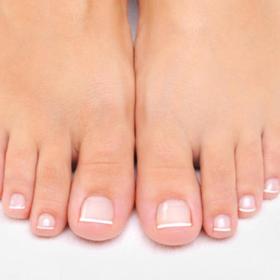 Μας ρωτήσατε: Μετά το καλοκαίρι τα νύχια των ποδιών μου είναι κίτρινα, τι να κάνω;