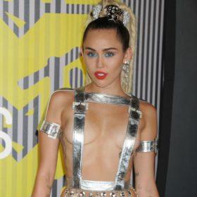 Αυτό δεν το περιμέναμε από την Miley…