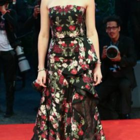 Η Amber Heard με Alexander McQueen
