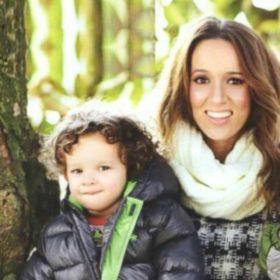 Έγκυος στο τρίτο παιδί η Καλομοίρα! Μας δείχνει την φουσκωμένη της κοιλίτσα