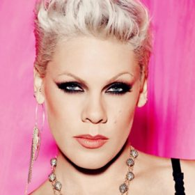 Είναι πραγματικά αγνώριστη: Δείτε την Pink χωρίς ίχνος μακιγιάζ!
