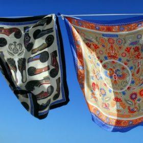 Grecian Chic: Μεταξωτά μαντήλια εμπνευσμένα από την Ελλάδα