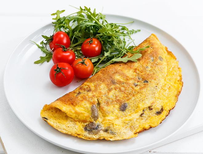 omeleta me kinoa kai manitaria