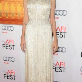 H Angelina Jolie με Atelier Versace
