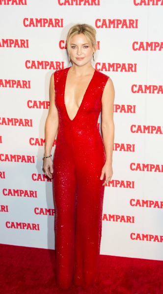 kate hudson. kokkino, jumpsuit, Naeem Khan – Campari Calendar 2016 Launch, mosaic, look of the day