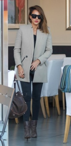 jessica alba, Stella McCartney, Purse – Tory Burch, papoutsia Isabel Marant, mosaic, look of the day