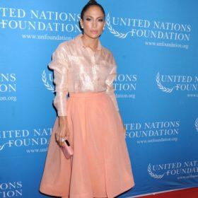 Δείτε τη Jennifer Lopez να κάνει Dubsmash ΧΩΡΙΣ ίχνος μακιγιάζ στα 46 της