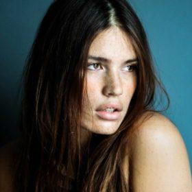 Γνωρίστε το plus size μοντέλο που θα γίνει το πρόσωπο του Christian Louboutin