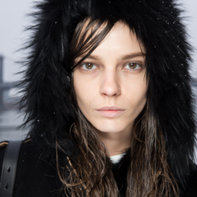 5 χτενίσματα που ταιριάζουν με όλα τα χειμερινά σας καπέλα
