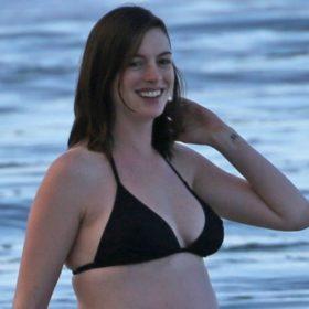 Η πιο χαρούμενη έγκυος του Hollywood! Δείτε την Anne Hathaway με φουσκωμένη κοιλίτσα και μπικίνι στον 8ο μήνα της εγκυμοσύνης της!