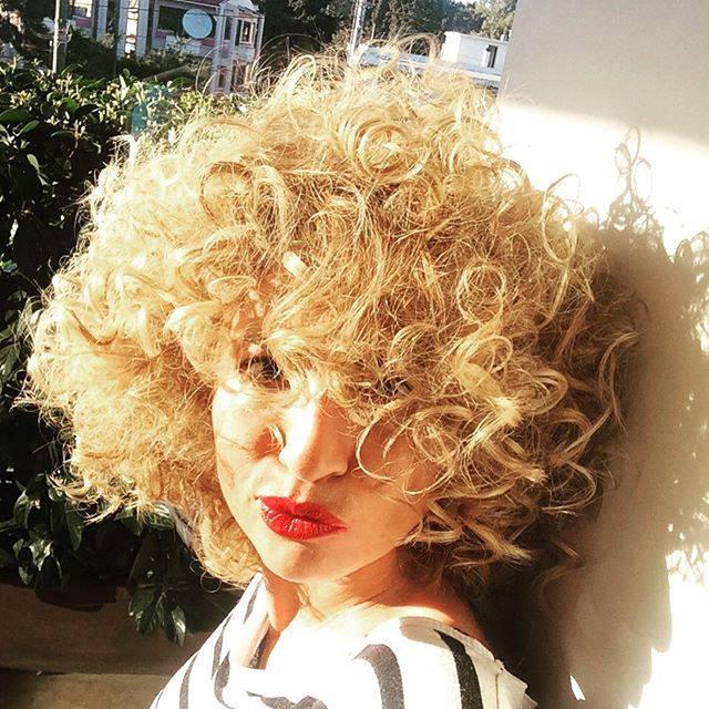 iliaki curly hair