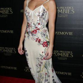 H Lily James με Alexander McQueen