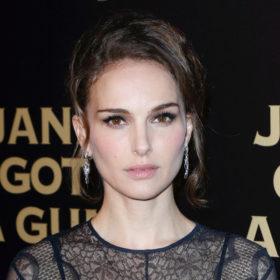 Natalie Portman: Έκανε το χτένισμα που θα αντιγράψουμε στην επόμενη βραδινή έξοδο