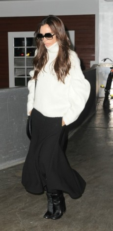 victoria beckham, victoria beckham collection, poulover, fousta, mpotes, mosaic, look of the day