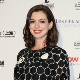 Η Anne Hathaway έγινε (ξανά) ξανθιά