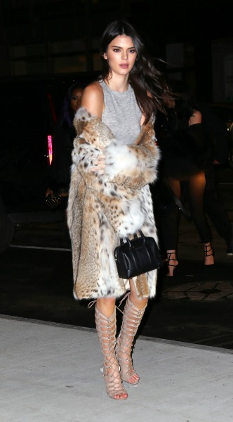 kendall jenner, gouna, efarmosto forema, lace up pedila, Dress and shoes – Kendall and Kylie Coat – Lilly e Violetta, look of the day, mosaic