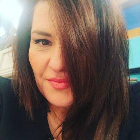 Chic & Sleek: Τι αλλαγή έκανε στα μαλλιά της η Κατερίνα Ζαρίφη;