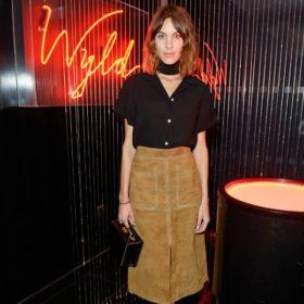 Η Alexa Chung σχεδιάζει μια μοναδική συλλογή ρούχων σε συνεργασία με τα Marks & Spencer