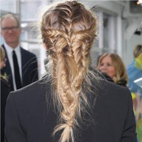 Η Olivia Palermo έκανε στα μαλλιά της την πιο ωραία πλεξίδα που έχουμε δει ποτέ