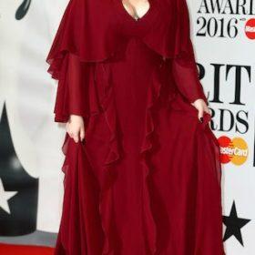 H Adele με Giambattista Valli