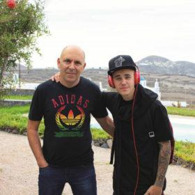 Αυτή είναι η exclusive βίλα στη Σαντορίνη που προτιμούν από τον Justin Bieber μέχρι τη Rihanna!
