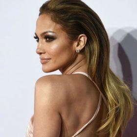 #SlickBack: Σας εξηγούμε πώς να κάνετε το χτένισμα της Jennifer Lopez step by step