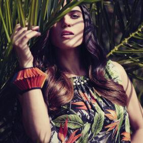 Η Μαίρη Συνατσάκη απέδειξε ότι η denim σαλοπέτα μπορεί να φορεθεί ακόμα και σε βραδινές εμφανίσεις