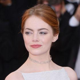 Η Emma Stone δεν ανήκει πια στο κλαμπ με τις κοκκινομάλλες