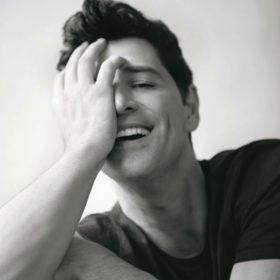 Το τηλέφωνο του Simon Cowell στο Σάκη Ρουβά για το «X – Factor»: Ποια η αντίδραση του τραγουδιστή;